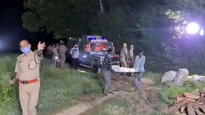 ہاتھرس گینگ ریپ: پولیس نے بیٹی کی آخری خواہش پوری نہیں کرنے دی، متاثرہ کے والد