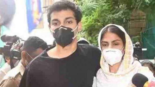 ڈرگس کنکشن: ریا چکرورتی کے بعد بھائی شووِک بھی 14 دنوں کی عدالتی حراست میں