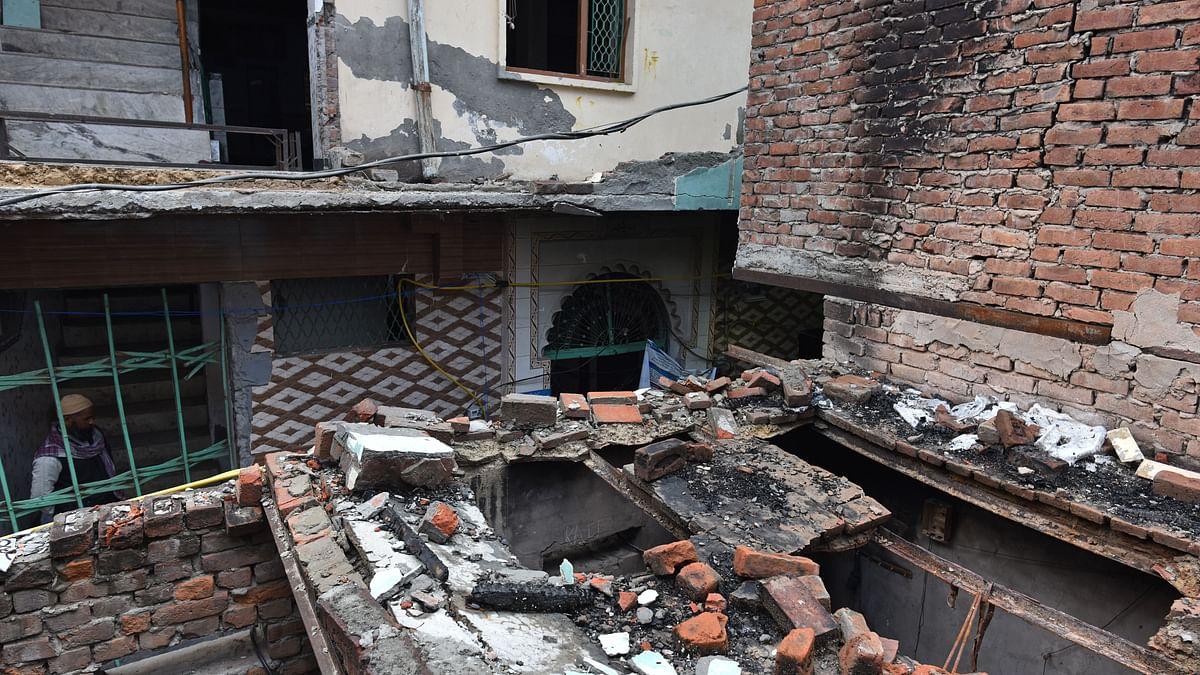 دہلی فسادات کے کے دوران تباہ کیے گئے مکانات / Getty Images