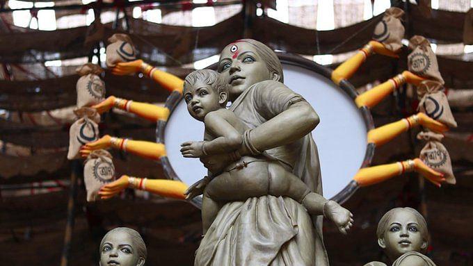 بنگال: پوجا کے پنڈال میں درگا کی جگہ 'مہاجر ماں' کی مورتی!
