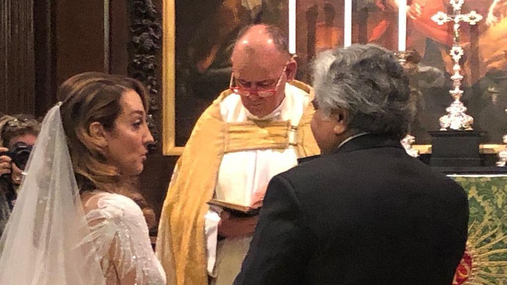 سابق سالیسٹر جنرل ہریش سالوے نے 65 سال کی عمر میں کی دوسری شادی، دلہن کے ساتھ دیکھیے تصویریں