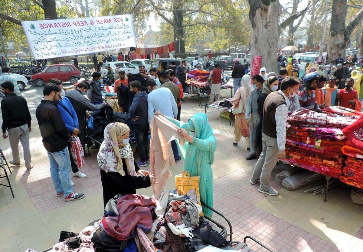 سری نگر کا مشہور 'سنڈے مارکیٹ' 7 ماہ بعد کھل گیا