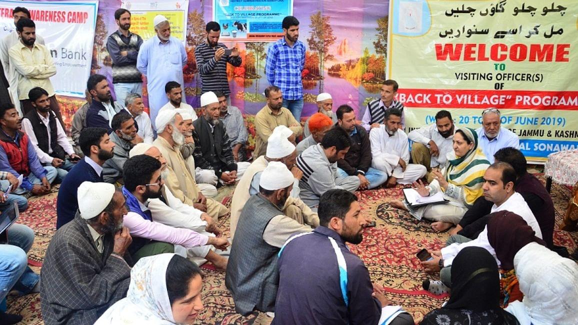 جموں و کشمیر میں کورونا کے سایے میں 'بیک ٹو ولیج' پرگرام کا تیسرا مرحلہ شروع