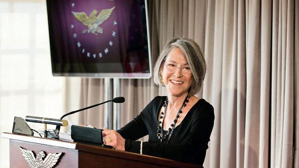 نوبل انعام 2020: ادب کے لیے امریکی خاتون شاعرہ لوئس گلک کے نام کا اعلان