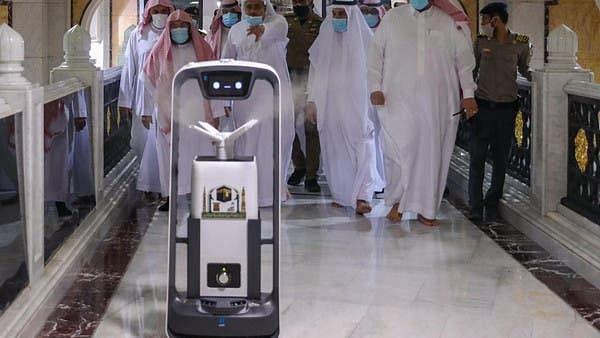 سعودی عرب: مسجد الحرام میں جراثیم کش اسپرے کے لیے روبوٹ سسٹم کا افتتاح