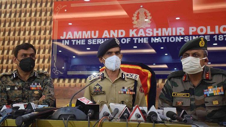 کشمیر: پانپور میں سی آر پی ایف اہلکاروں سے ہتھیار نہیں چھینے گئے، آئی جی سی آر پی ایف