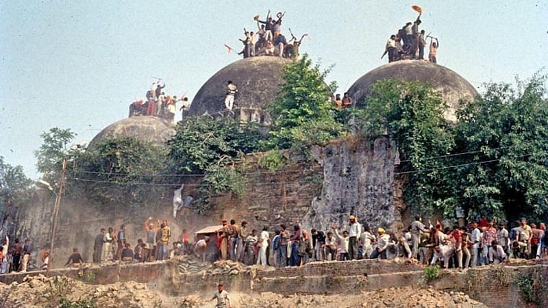 کیا بابری مسجد خود ہی منہدم ہوگئی تھی؟