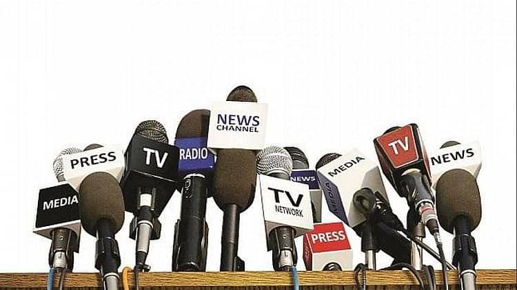 ٹی آر پی تنازعہ: بالی ووڈ کی شبیہ خراب کرتے کرتے نیوز چینل خود زوال پذیر!