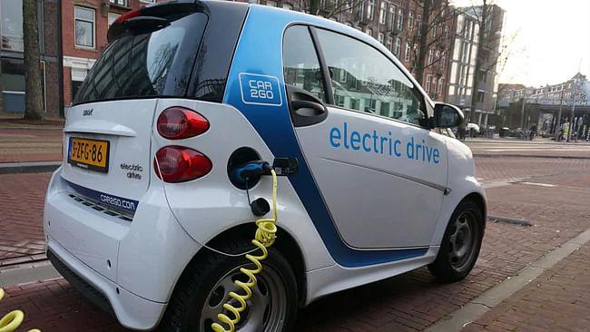 'دہلی میں 2024 تک 25 فیصد گاڑیاں بجلی سے چلیں گی'
