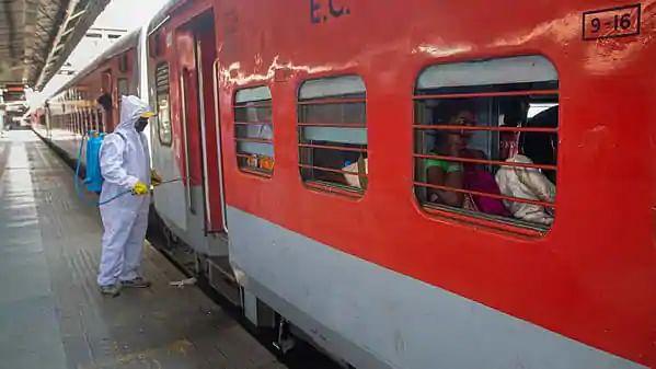 احمدآباد سے چھ خصوصی ٹرینیں چلائے جانے کا اعلان