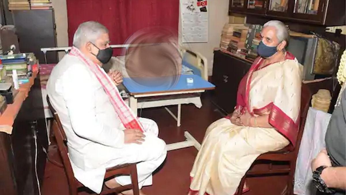 بیمار سابق وزیر اعلیٰ بدھا دیب بھٹاچاریہ کی تصویر شیئر کرنے پر سی پی ایم نے گورنر کی تنقید کی