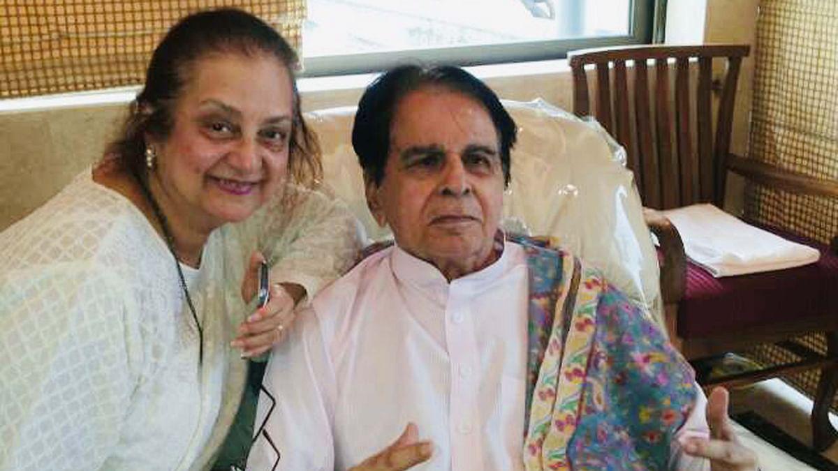 سونیا گاندھی کا سائرہ بانو کے نام تعزیتی پیغام- 'آپ کے محبوب شوہر کے انتقال کے ساتھ ہندوستانی سنیما کے سنہری دور کا اختتام ہو گیا'