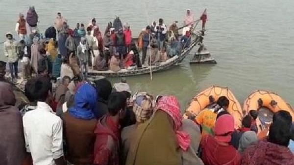 بہار: بھاگلپور میں 100 لوگوں سے بھری کشتی پلٹی، 5 کی موت، کئی لاپتہ