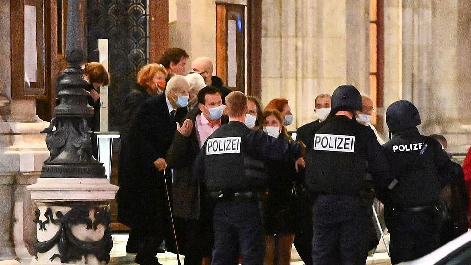 آسٹریا کے ویانا شہر میں مسلح حملہ آوروں کی چھ مقامات پر فائرنگ، 3 افراد ہلاک، 15 زخمی