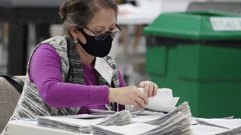 امریکی صدارتی انتخابات: پنسلوینیا میں تاخیر سے پہنچے بیلٹ پیپرز کو الگ رکھنے کا حکم
