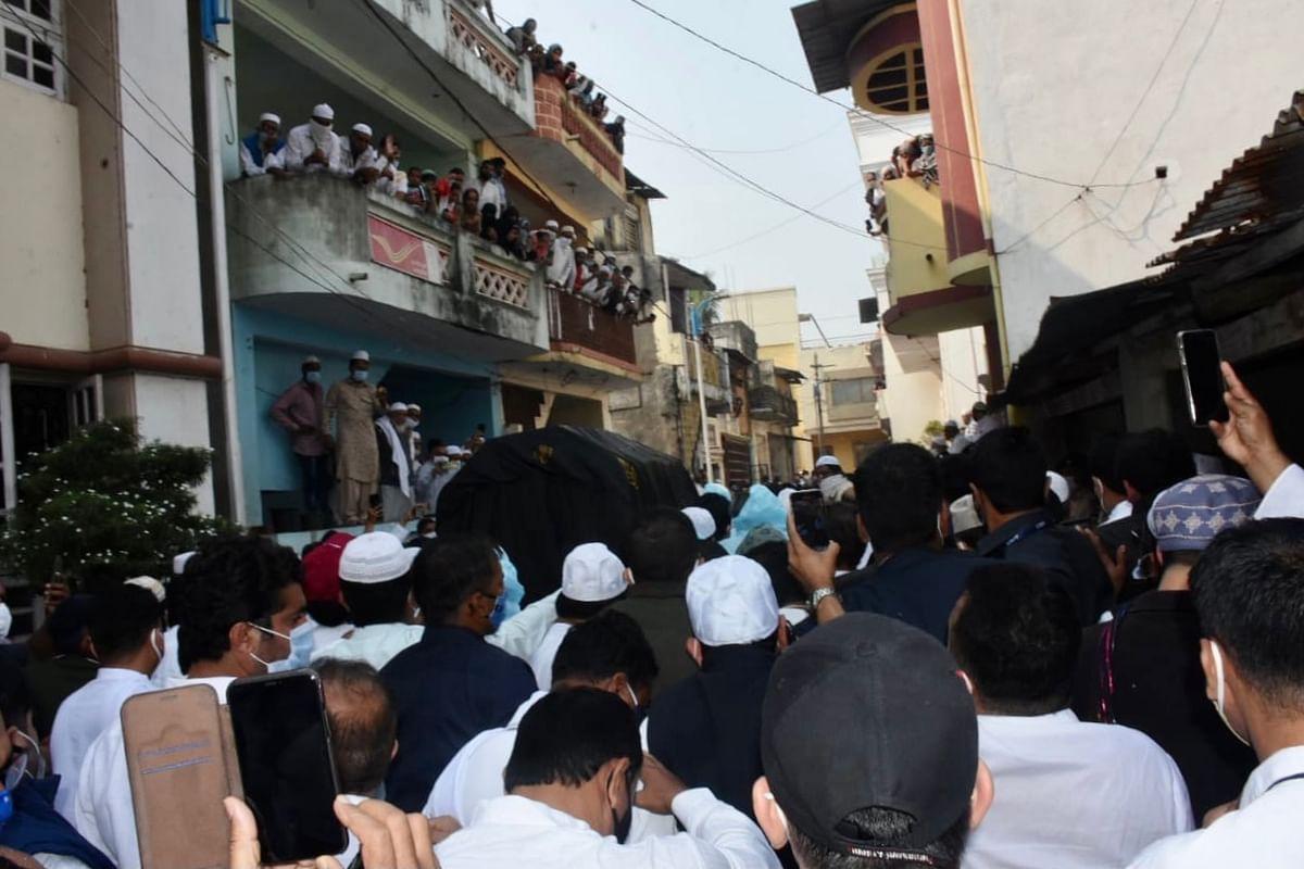 احمد پٹیل آبائی وطن میں سپردِ خاک، راہل گاندھی سمیت کئی سینئر رہنما تدفین میں شریک