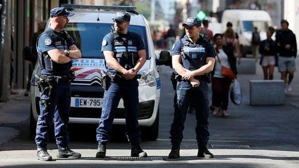 فرانس میں تازہ حملہ، پادری پر گولیاں چلا کر حملہ آور فرار