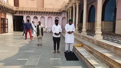 مندر میں نماز پڑھنے والے فیصل خان اور چاند محمد کی ضمانت عرضی پر سماعت ملتوی
