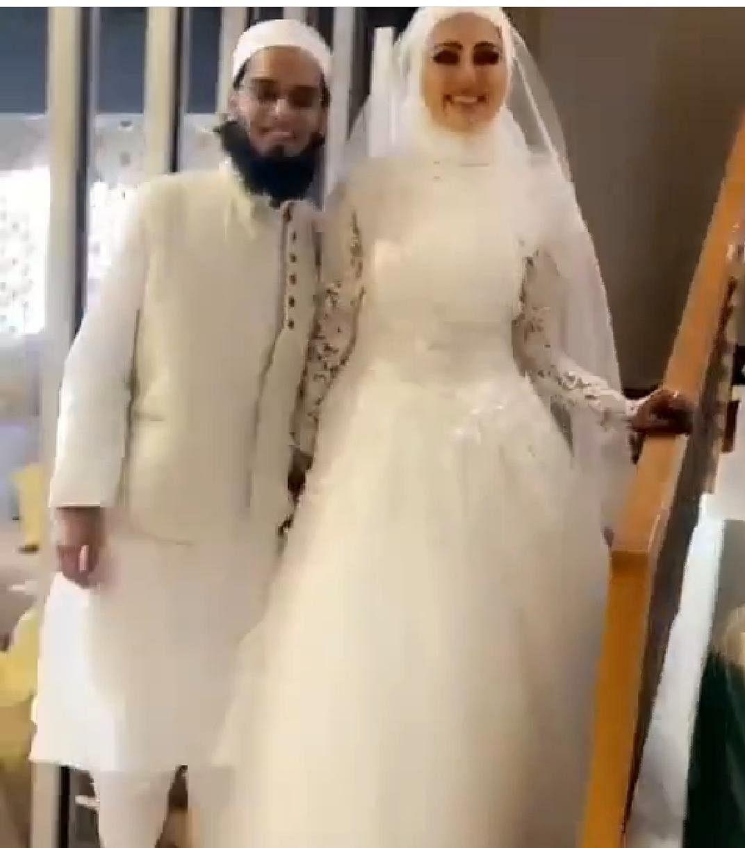 اسلام کی خاطر بالی ووڈ کو الوِداع کہنے والی اداکارہ ثناء خان نے مفتی انس کے ساتھ رچائی شادی