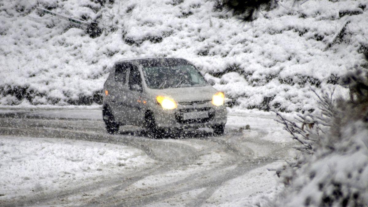 کشمیر میں بارش اور برف باری، سردی کی لپیٹ میں شمالی ہندوستان، دہلی میں 17 سالوں کا ریکارڈ ٹوٹا