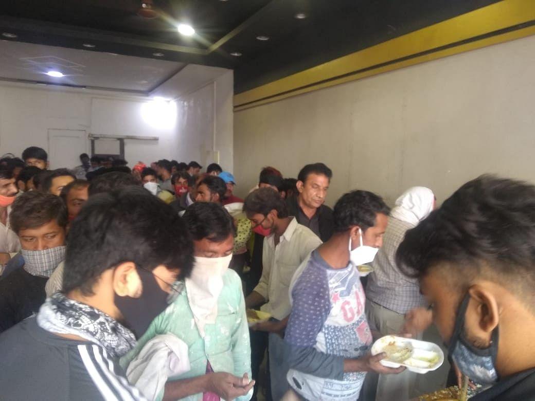 لاک ڈاؤن میں بے روزگار ہوئے لوگوں کی 10 روپے میں بھوک مٹانے والے فرشتہ ہیں کرن ورما