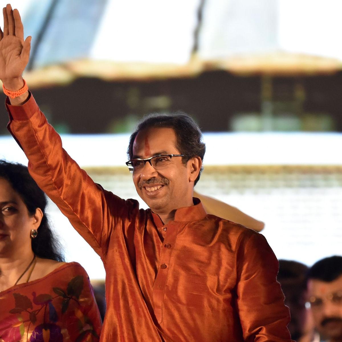 حلف برداری تقریب میں اپنی اہلیہ کے ہمراہ وزیر اعلیٰ ادھو ٹھاکرے / Getty Images