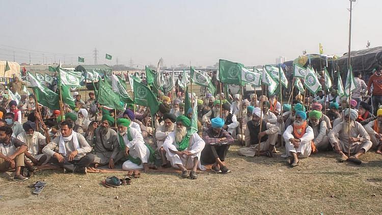 زرعی قوانین کے خلاف مظاہرہ کر رہے کسان