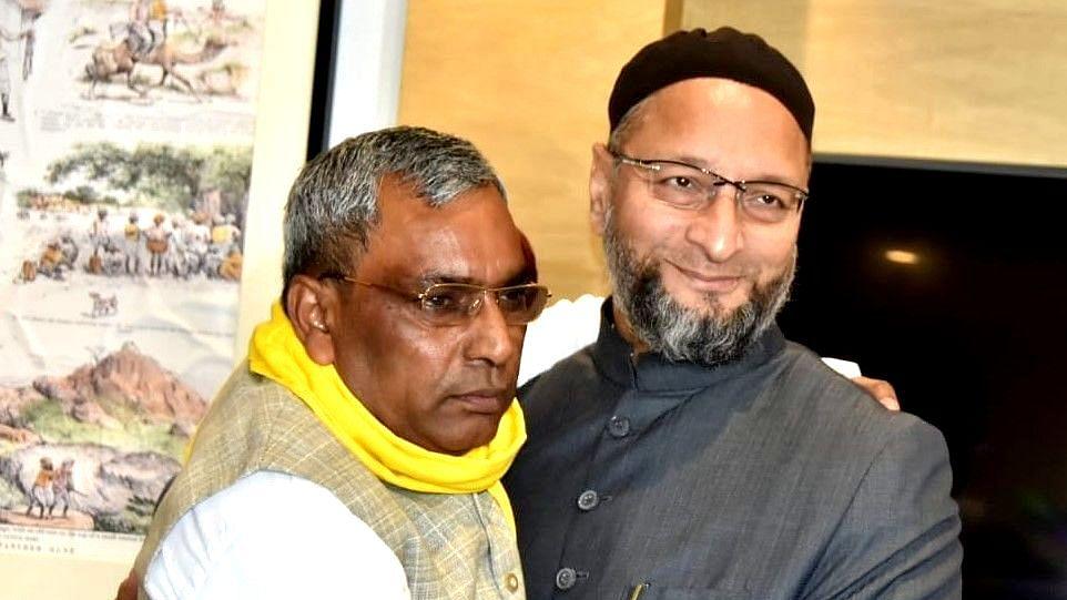 اویسی-راجبھر ملاقات سے سیاسی ہلچل بڑھی، یوگی کے وزیر محسن رضا نے دیا تلخ بیان