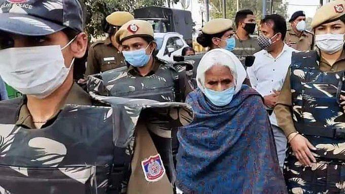 شاہین باغ کی 'بلقیس دادی' کو دہلی پولس نے حراست سے کیا آزاد، پہنچیں گھر