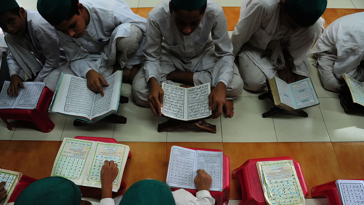 مدرسہ میں تعلیم حاصل کرتے بچے / Getty Images