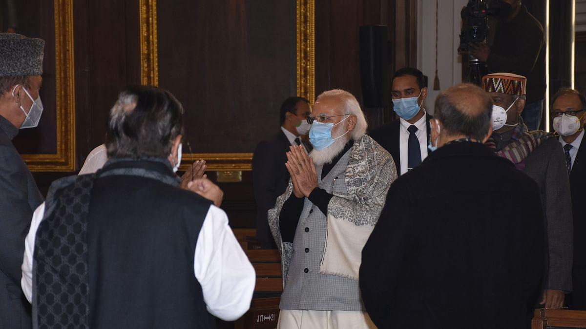 کالا قانون واپس لو ،کسانوں کودہشت گرد کہنا بند کرو ،پارلیمنٹ میں وزیر اعظم کے خلاف نعرےبازی