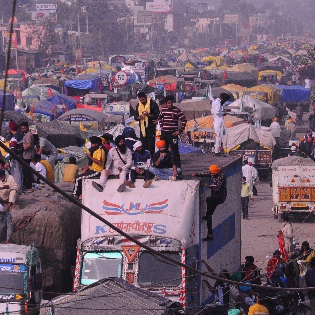 کسان تحریک کی وجہ سے دہلی-ہریانہ بارڈر پر لگا جام / تصویر آئی اے این ایس