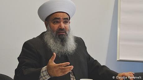 مسلمان فرانسیسی حکومت سے بات چیت کریں، معروف مسلمان عالم