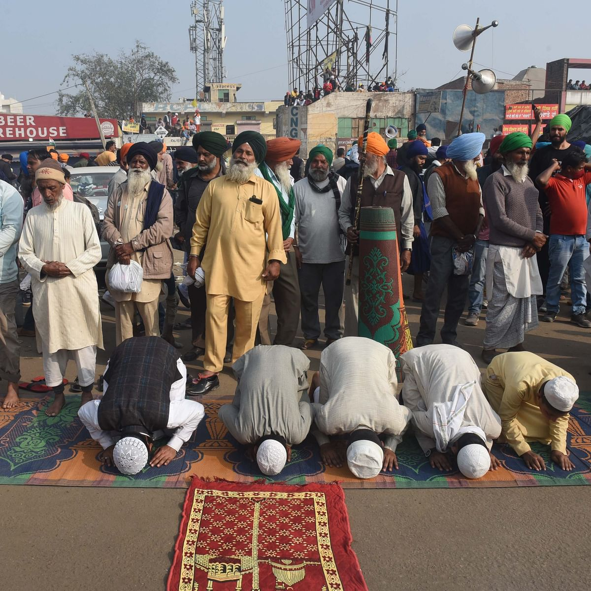 Muslims offer prayers at Singhu Border during the ongoing farmer protest against the new farm laws / Getty Images