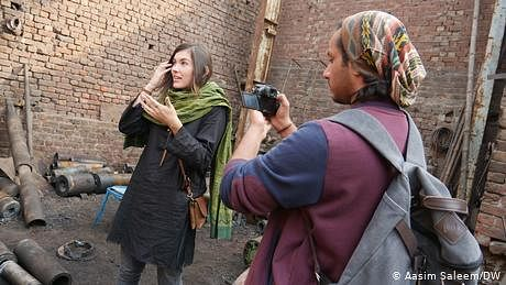 ان گنت کہانيوں والے ملک پاکستان ميں کہانياں سنانے والوں کی قدر نہيں