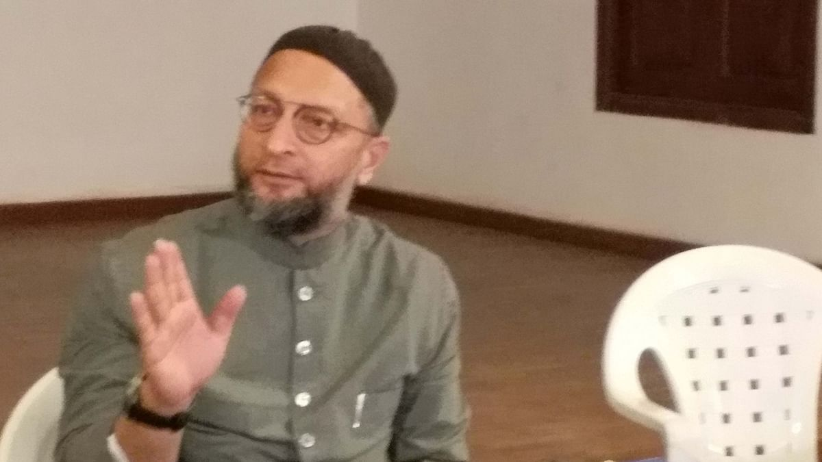 اویسی کا بنگال کھیل شروع ،عباس صدیقی سے ملایا ہاتھ
