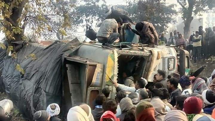 مرادآباد میں خوفناک سڑک حادثہ، 10 ہلاک، تقریباً ایک درجن افراد زخمی