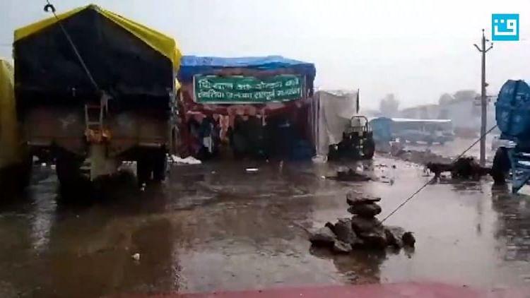 شدید سردی اور بارش میں بھی کسان مظاہرین کا جوش کسی 'انقلاب' کی سرگوشی، دیکھیں ویڈیو