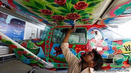 مشہور پاکستانی ٹرک آرٹ کا زمین سے آسمان تک کا سفر