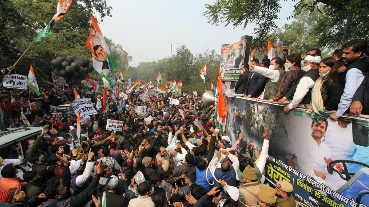 دہلی: زرعی قوانین کے خلاف راہل-پرینکا نے دکھایا دَم، دیکھیں یہ 21 تصویریں...