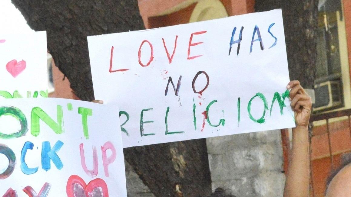 گورکھپور پولس نے کرناٹک کے مسلم نوجوان کے خلاف درج کیا 'لو جہاد' کا کیس