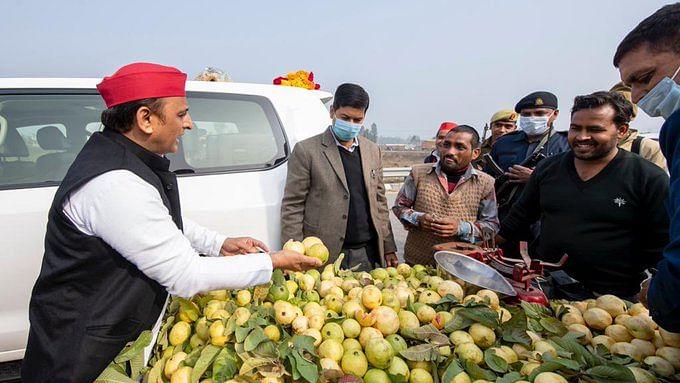 اکھلیش کا 'امرود' والے سے دلچسپ سوال– یہ اب بھی 'الٰہ آبادی امرود' کہلاتا ہے یا 'پریاگ راجی امرود' ہو گیا؟