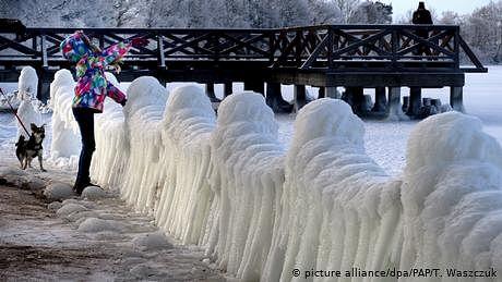پولینڈ سے ترکی تک، برف کی چادر تن گئی