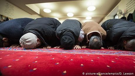 کووڈ ویکسین 'حرام'  نہیں، برطانوی مساجد میں اعلانات