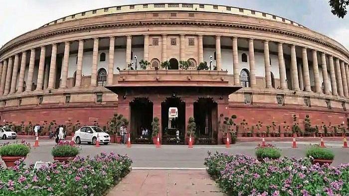 پارلیمنٹ میں مہنگائی کے خلاف ہنگامہ آرائی، لوک سبھا میں وقفہ صفر بھی متاثر