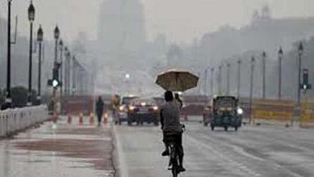 دہلی میں صبح صبح بادلوں کی گرج کے ساتھ بارش
