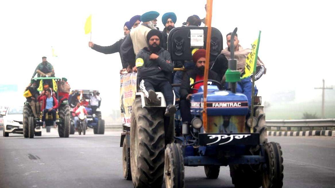 قومی راجدھانی خطہ میں کسانوں کا 'ٹریکٹر مارچ'، حکومت کو کرایا طاقت کا احساس