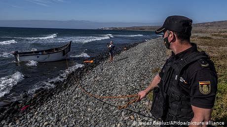 نو سالہ لڑکا کشتی میں مر گیا تو لاش سمندر میں پھینک دی گئی