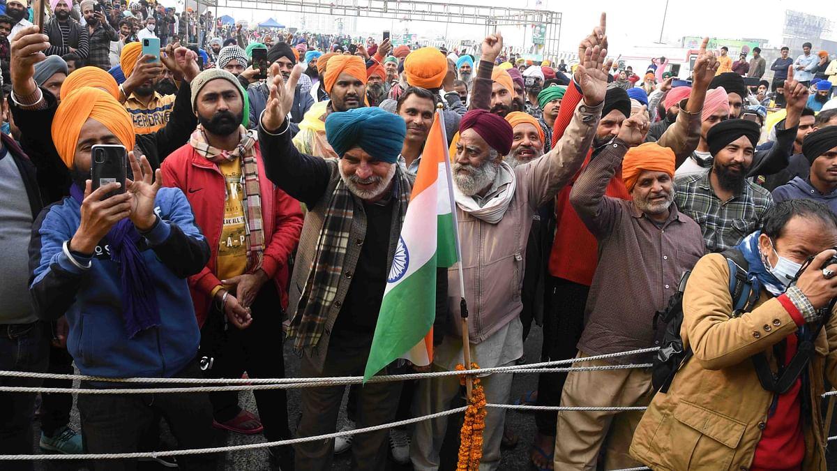 اہم خبریں: کسانوں نے یومِ جمہوریہ پر لال قلع سے انڈیا گیٹ تک جلوس نکالنے کا کیا اعلان