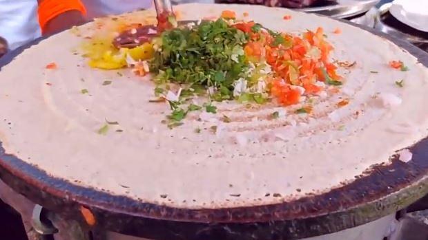 ممبئی کا 'فلائنگ ڈوسا' دیکھ دنیا حیران، کیا آپ نے کبھی کھایا، دیکھیں یہ ویڈیو